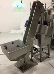 HLC-S capsule infeed conveyor (HSP-1N)